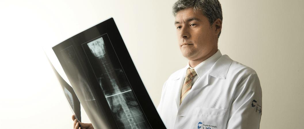 Médico especialista em coluna