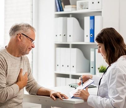 Como identificar sintomas de infarto em homens e mulheres