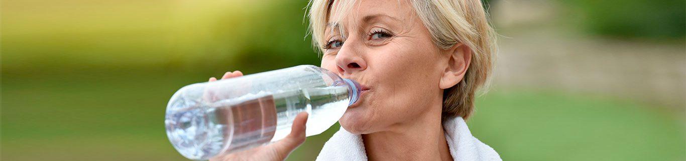 Cardiologista do HCor orienta os riscos na hora da hidratação para quem possui diabetes e pressão alta